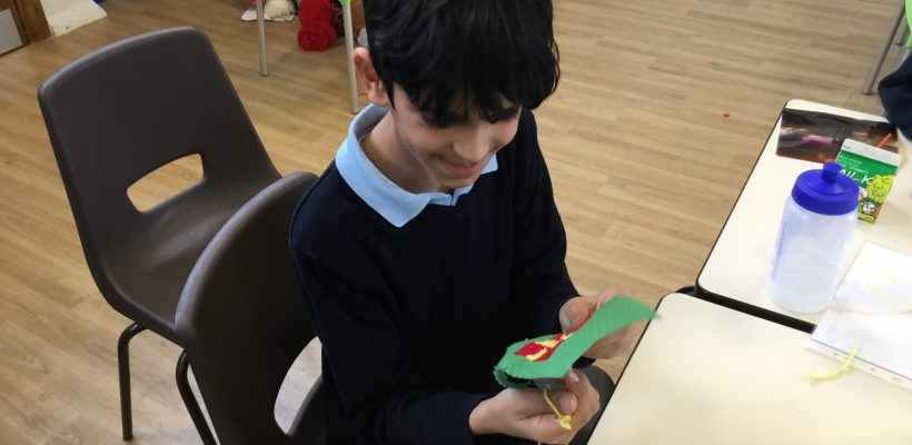 Year 6 make their Christmas Cards – December 2018