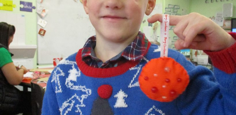 Year 2 Make their Christmas Decorations – December 2017
