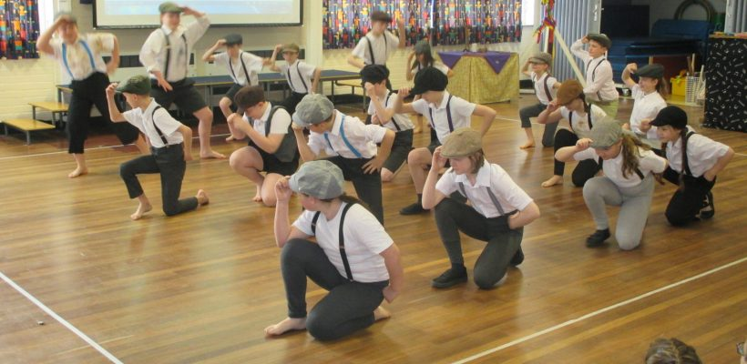 Year 5 get ready for their Dance Performance – 21st March 2017